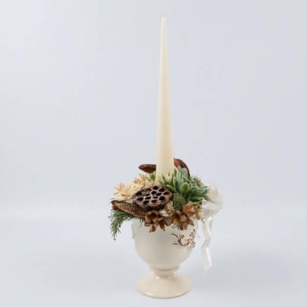 Juledekoration, hvid potte, creme keglelys, forfra 1