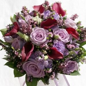 Brudebuket med roser, calla og lyng