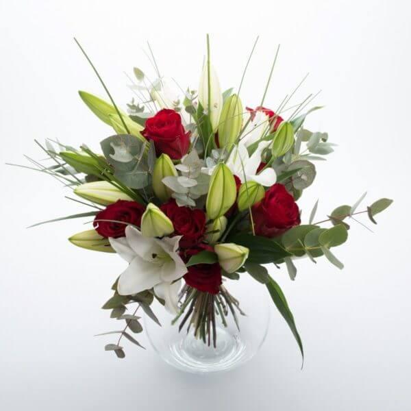 Billede af buket med Liljer og røde Roser