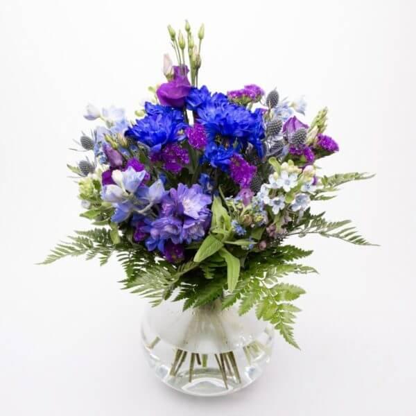 Herrebuket blålig en oplagt buket til herren der skal have blomster